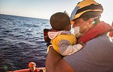 차가운 바다 위의 아이들 - 사진