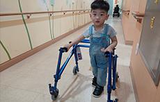 걷고 싶은 아이, 세살 우주 - 사진